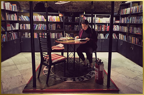 Vanja u biblioteci